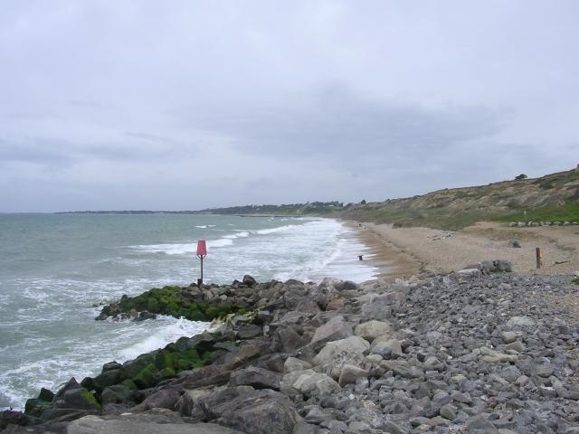 Barton on Sea: groyne, beach and cliff