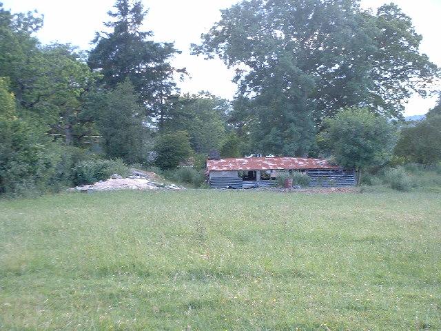 Derelict barn next to public footpath near Blanks Lane