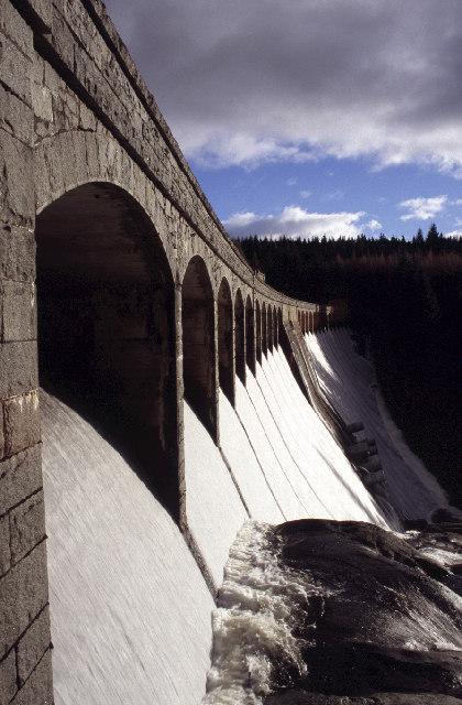 Laggan Dam spilling