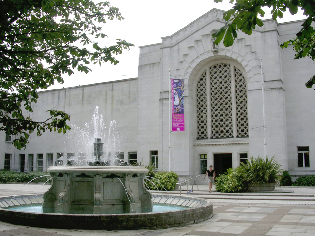Fountain and entrance to Central Library and Art Gallery, Southampton Civic Centre