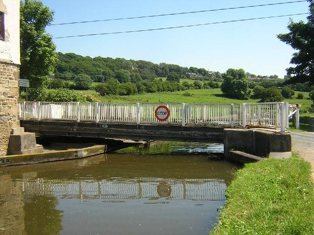 Micklethwaite Swing Bridge, Crossflatts