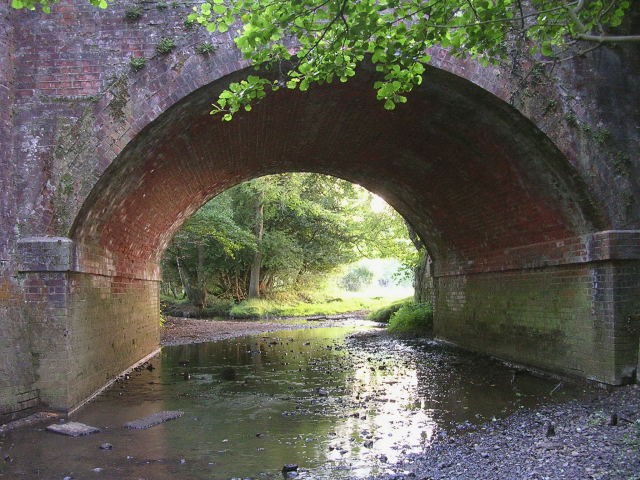 Railway arch allowing the Beaulieu River to pass under the tracks (1)