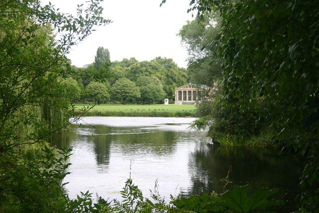 Lake in Buckingham Palace grounds