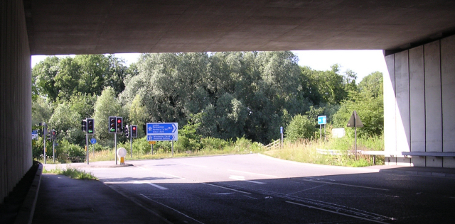 The B3335 meets the Hockley Link under the M3