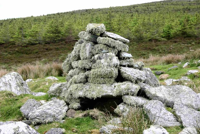 Cairn on site of Aisled house