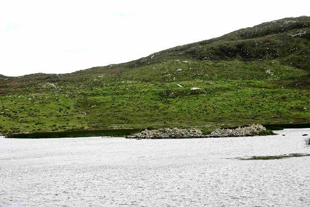 Dun in Loch Aonghais
