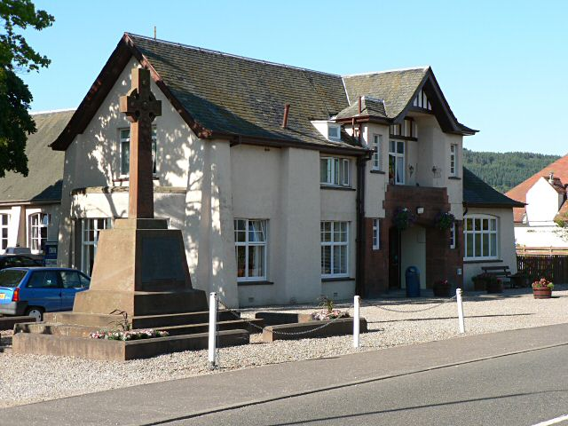 War memorial and public hall, Bridge of Earn