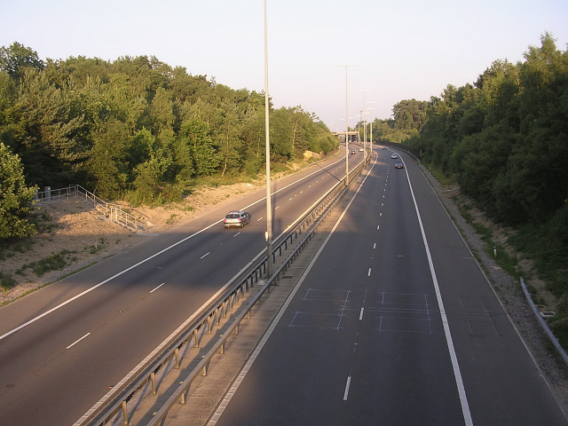 Two-lane link motorway between the east and west M27