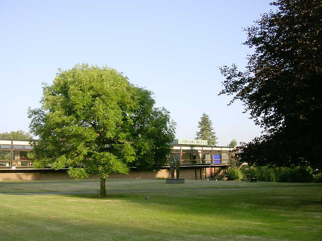 Staff Club, gardens and sculpture, Highfield Campus, University of Southampton