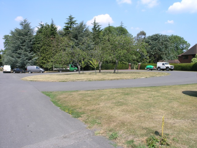 Secluded Roundabout  in Ashtead Park