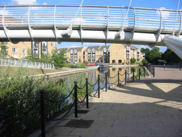 Housing development and Canal and footbridge at Kings Langley