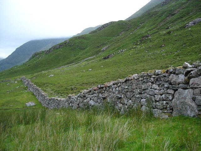 Dry stone wall in Glean Lichd