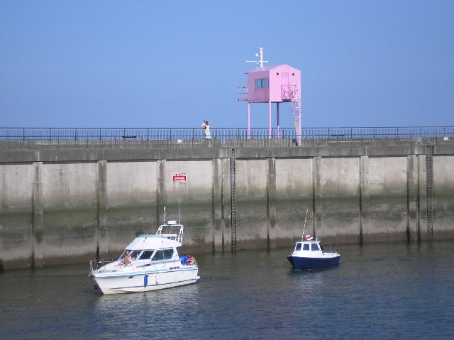 The pink hut of Cardiff Bay barrage