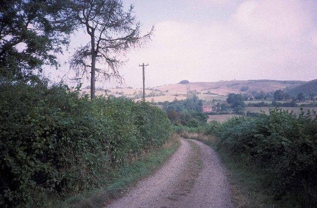 The lane leading to Cwmllechwedd Fawr