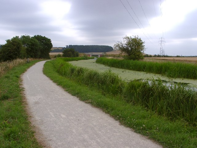 Grantham Canal, Cycle Route 15 and pylons