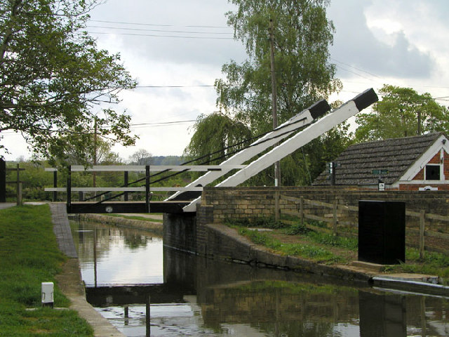 Lift Bridge over the Oxford Canal at Thrupp