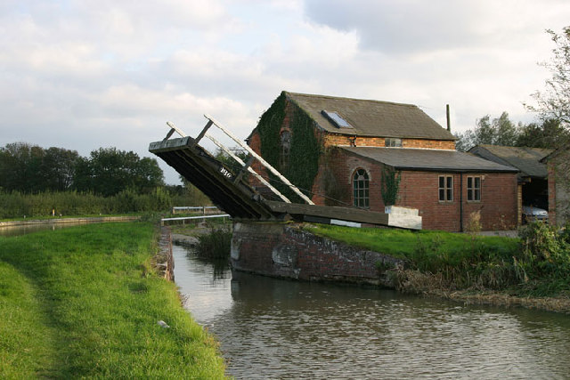 Haddons Lift Bridge on the Southern Oxford Canal