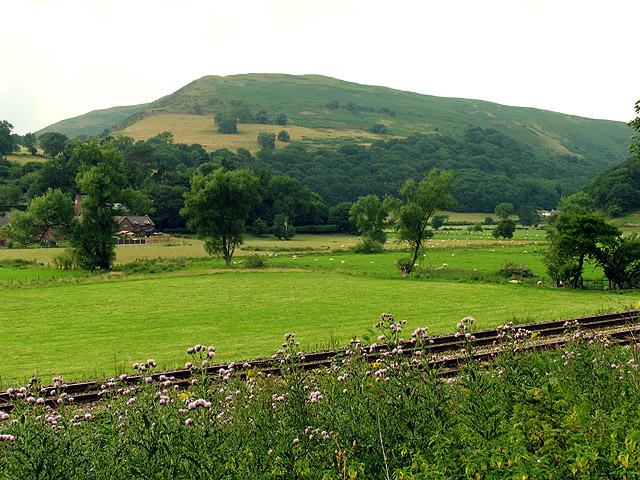 Railway and Farmland near Little Stretton