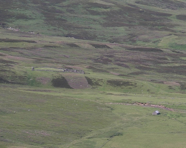 Bothy and walled enclosure