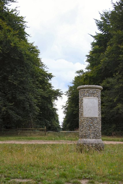 Queen Mary's Avenue and monument, King's Forest