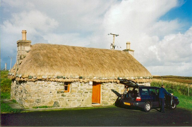 Traditional cottage by the road to Caolas Fhlodaigh