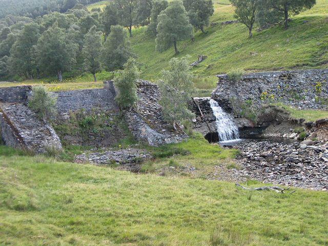 Ruined dam on Corriemulzie Burn