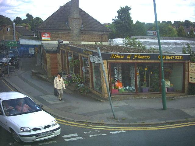 Carshalton Beeches Station, Beeches Avenue (B278)