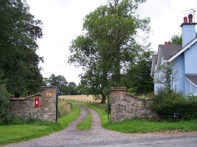 Gateway to Hoe Court