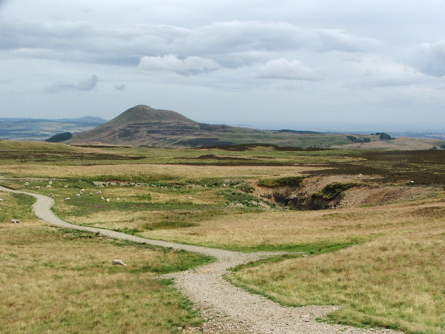 East Lomond from the West Lomond access path