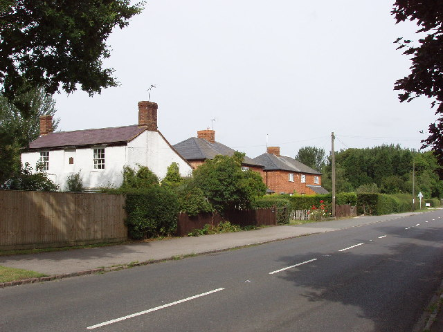 Houses on A4129 in Longwick