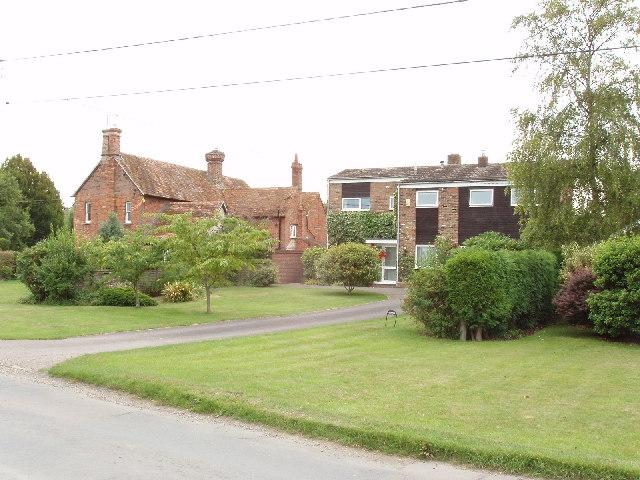 Houses in Henton