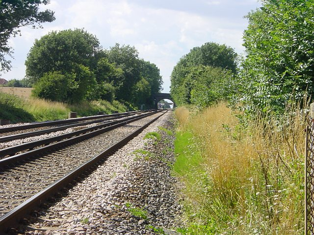 Looking west along the railway near Lenham