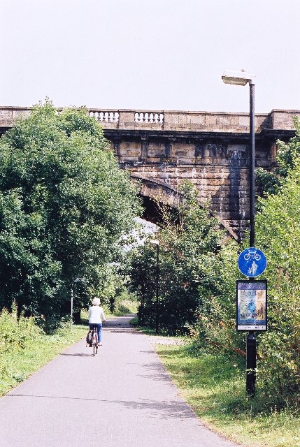 Lune cycleway going under the aqueduct