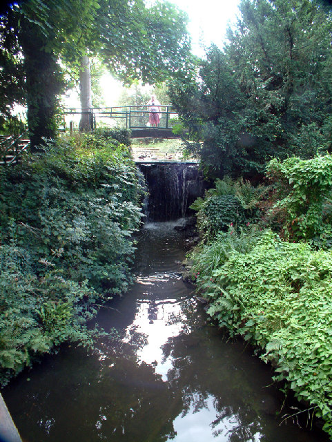 Kelsey Park, Beckenham - weir at north end of lake