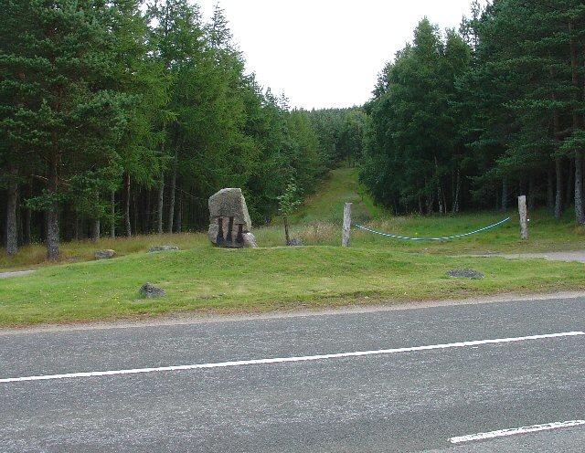 Dardanus Stone, Corsedarar Hill