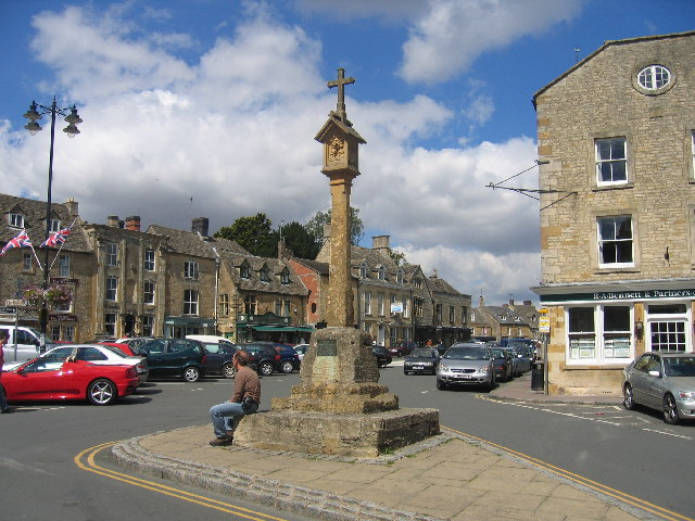 Cross and Sundial, Stow-on-the-Wold