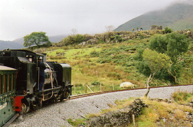 Welsh Highland Railway: train on Ffridd Isaf curve