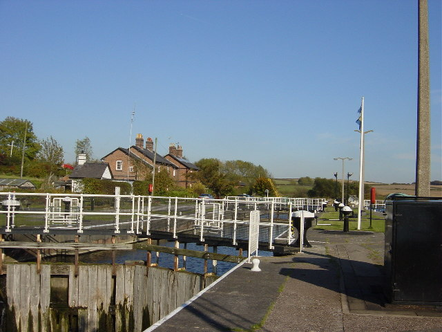 Dutton Lock, river Weaver