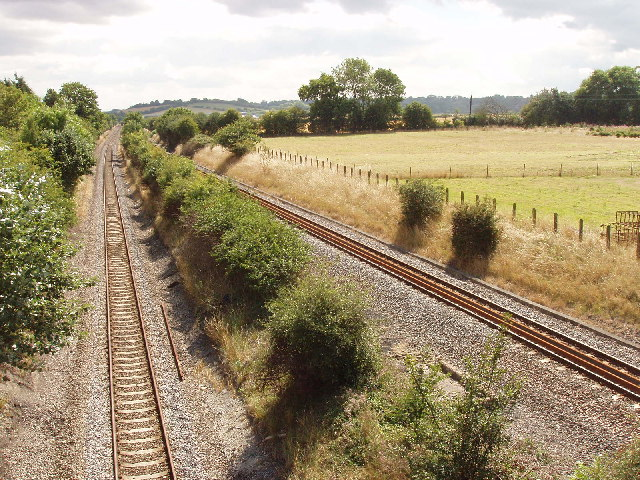 Saunderton Split - railway tracks diverge to pass a hill