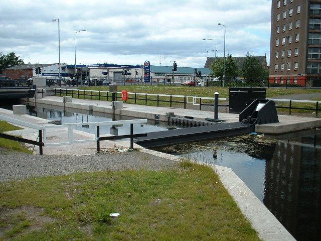 Canal lock at Dumbarton Road