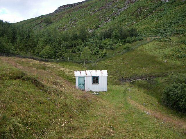 Hut near B847