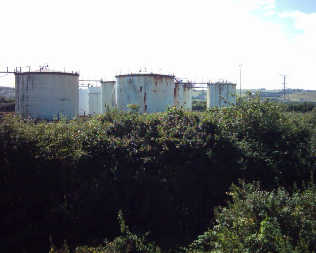 Fuel tanks near Yelland