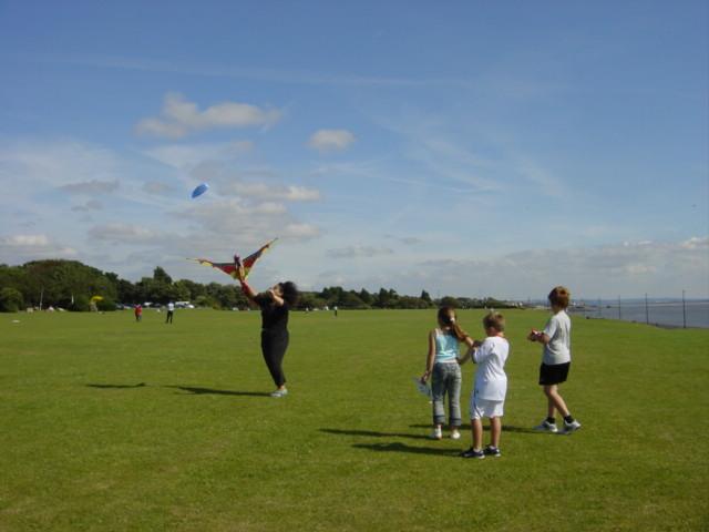 Kite flying, Otterspool Promenade