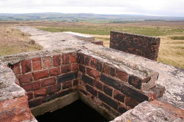 Disused bunker, Slate Delfs Hill