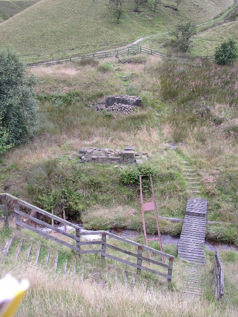 Remains of viaduct, Wardle