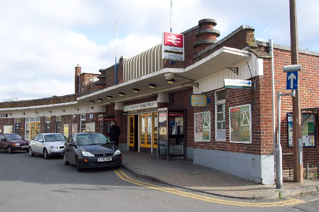 Horsham railway station