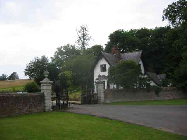 Lodge House at Gates  to Beechwood Park School