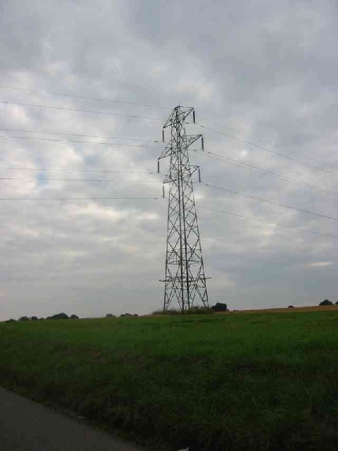 Pylon near to Cupid green lane