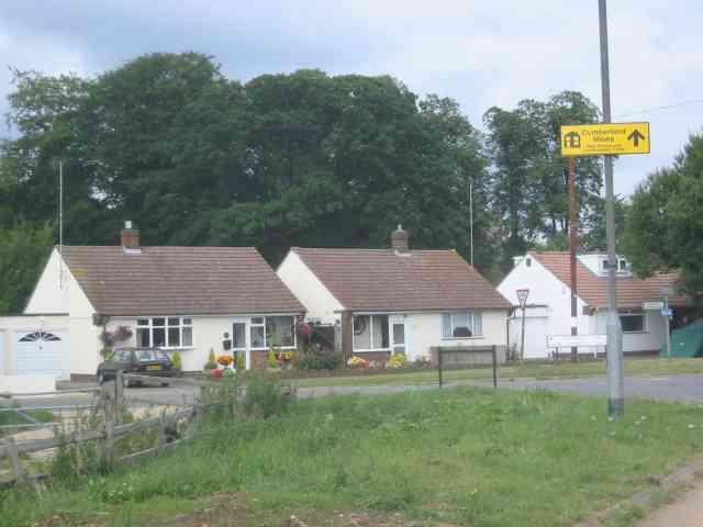 Bungalows at end of Gaddesden Lane
