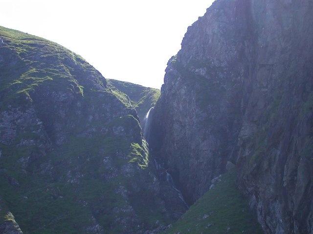 Waterfall Camas na h-Atha, Rum